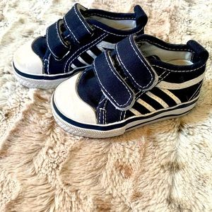 Koala Kids Velcro Size 2 Sneakers Shoes Navy White